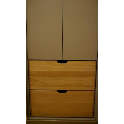 Kleiderschrank mit Spiegelschiebetür und großen Schubladen