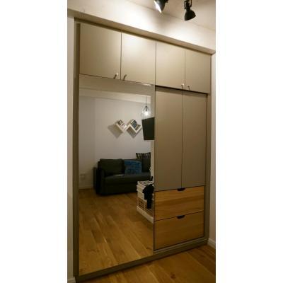 Kleiderschrank mit Spiegelschiebetür